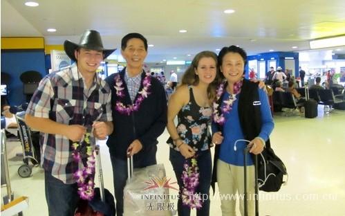 在纽瓦克国际机场,伙伴们受到热烈的欢迎,让大家的疲惫一扫而空,脸上绽放幸福的笑容。